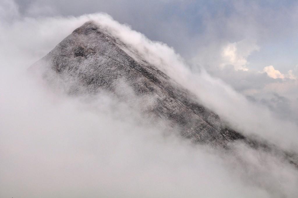 Вихрен в мъгла