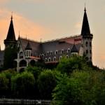 Замък с кули и рицари оживява в Равадиново
