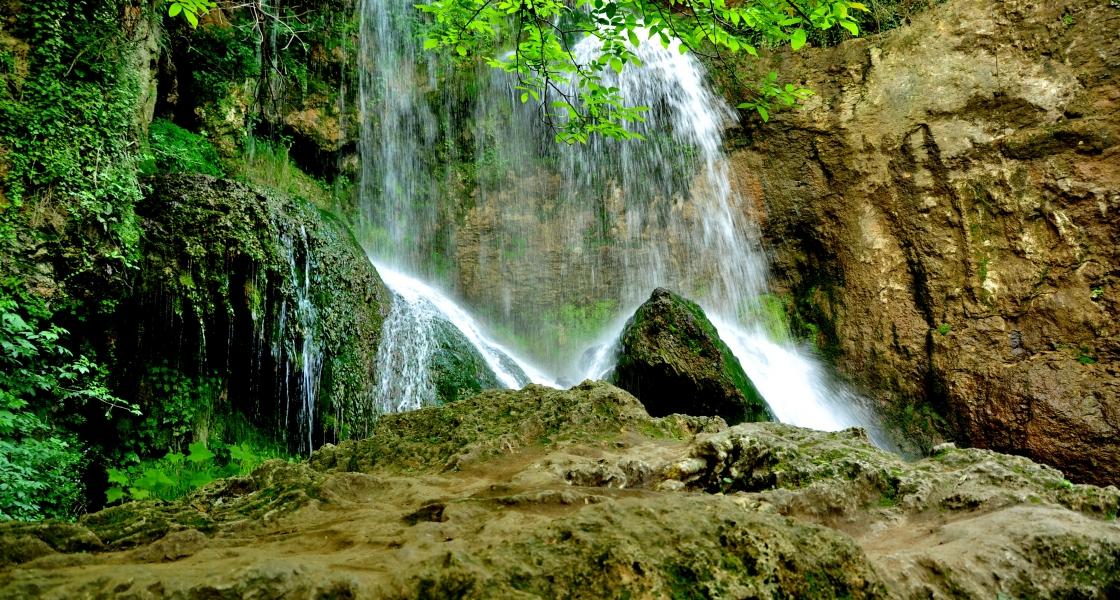 Крушунски водопади и деветашка пещера