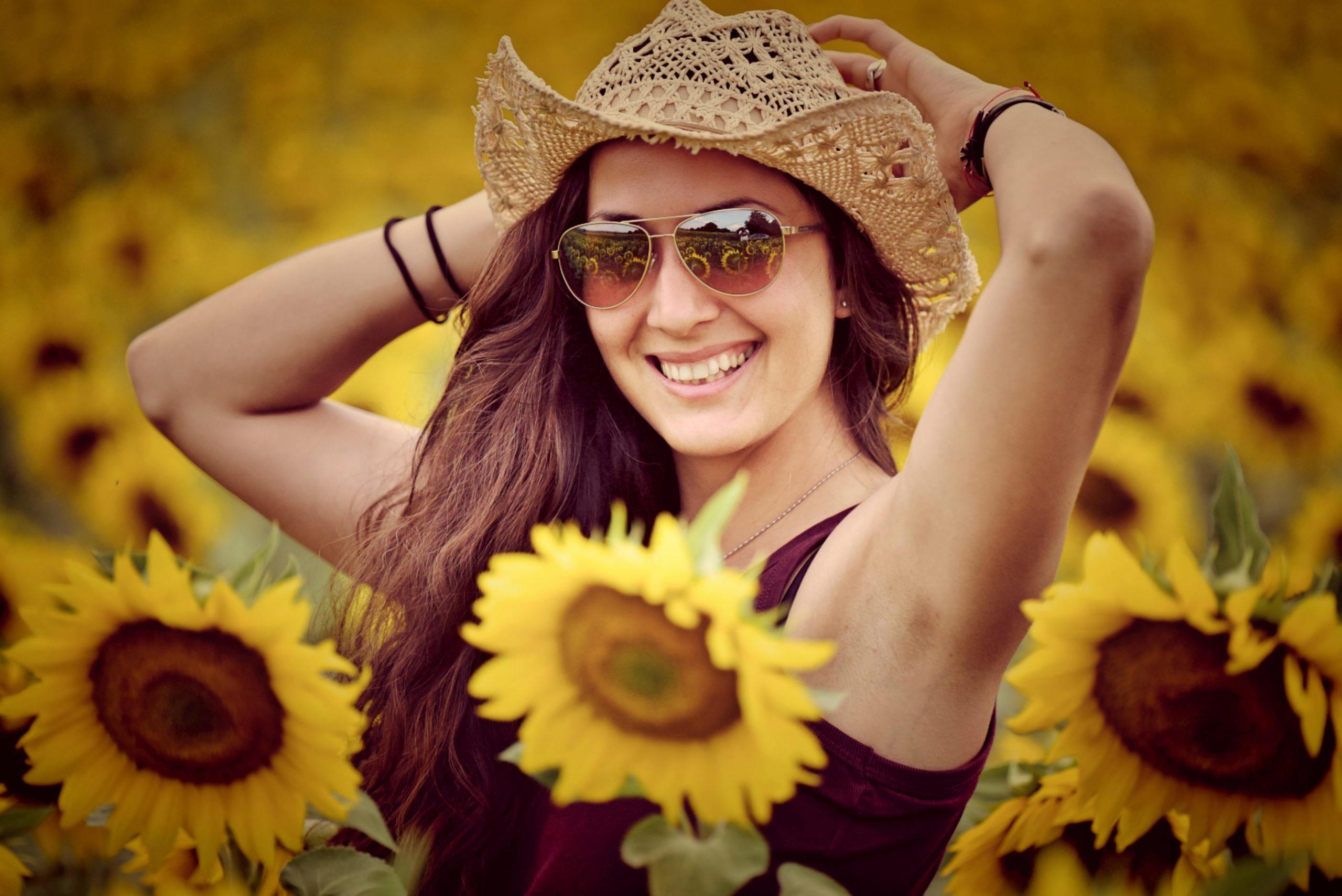 усмивки и слънчогледи