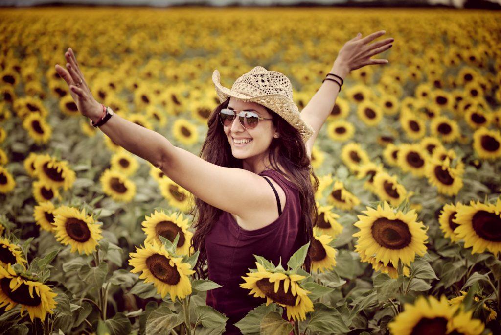 танц в слънчогледово поле