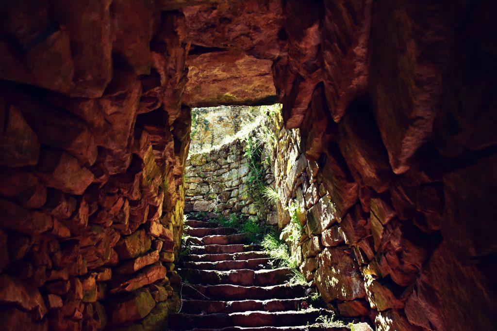 входът на храм-кладенец с. Гърло